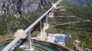 Vista aérea de la autopista construida por China en Montenegro, en una foto tomada el 11 de mayo de 2021
