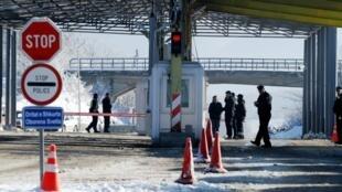 科索沃和塞尔维亚开放的第一个边境口岸  2012. 12 10