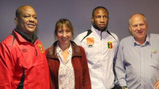 Seydou Keita, entouré de Amadou Pathé Diallo, Annie Gasnier et Philippe Zickgraf.