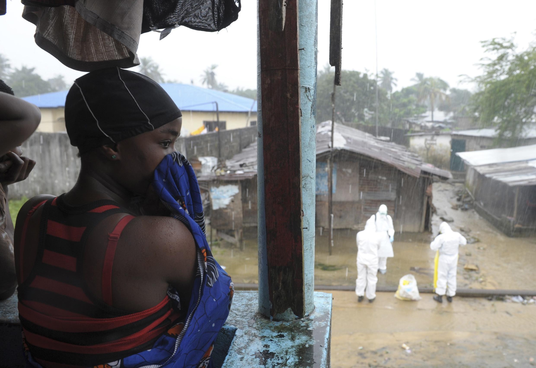 Monrovia: Theo Tổ chức Y tế Thế giới, sẽ có thêm hàng ngàn ca lây nhiễm Ebola tại Liberia trong 3 tuần tới - REUTERS /2Tango