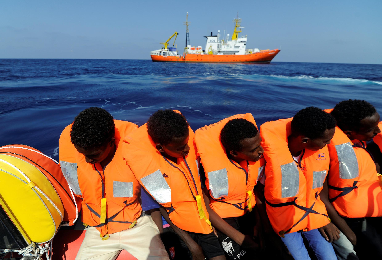 Migrantes rescatados por el Aquarius a lo largo de la costa libia