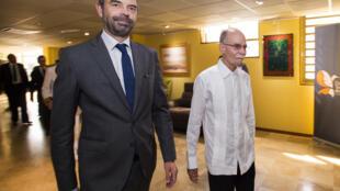 Le Premier ministre Edouard Philippe aux côtés d'Alfred Marie-Jeanne, président de la collectivité territoriale de Martinique, lors d'une visite officielle à Fort-de-France, le 4 novembre 2017.