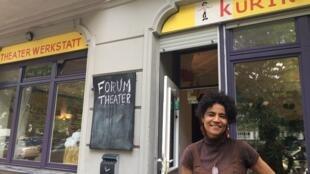 Bárbara Santos no Kuringa, que abriga o centro de pesquisa do Teatro do Oprimido em Berlim