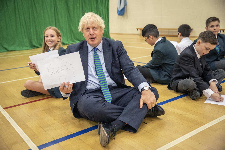 Le Premier ministre britannique Boris Johnson lors d'une visite dans une école de Coalville, dans la région d'East Midlands le 26 août 2020.