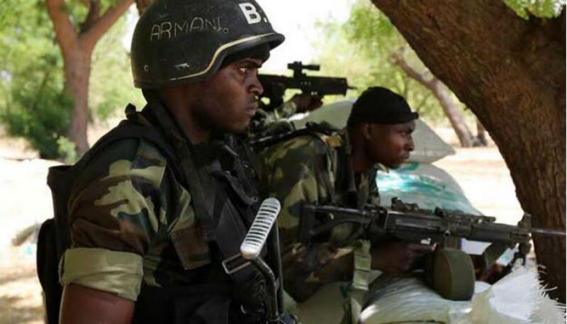 Soldados do Exército camaronês.