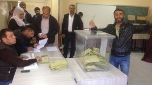 A Diyarbakir resident castes his vote at a polling booth on Sunday.