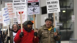 Manifestação diante da corte federal de Detroit durante o julgamento nesta terça-feira, 3 de dezembro de 2013.