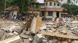 O templo de Puttingal Devi atingido pelo incêndio no sudoeste da Índia.