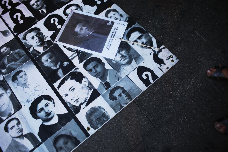 Ảnh những người đã bị sát hại hay mất tích dưới thời của nhà độc tài Francisco Franco. Ảnh chụp vào ngày 26/09/2013 trong một cuộc biểu tình tại Madrid, Tây Ban Nha.