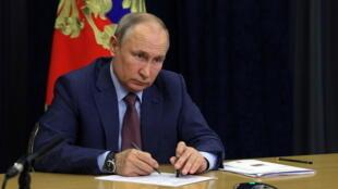 2021-06-02T160045Z_1495984035_RC2FSN9K39ME_RTRMADP_3_RUSSIA-POLITICS-PUTIN