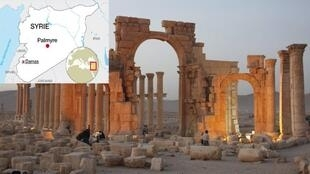 Monumento de Baalshmim, parcialmente destruído, em Palmira, pelos terroristas do Estado islâmico, a 30 de agosto de 2015