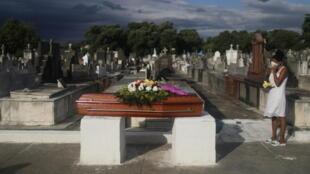brésil cimetière tombe coronavirus covid rio