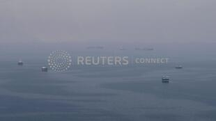 Ảnh tư liệu: Giao thông hàng hải trong khu vực eo biển Hormuz, biển Oman ( Ảnh chụp ngày 21/07/2018).