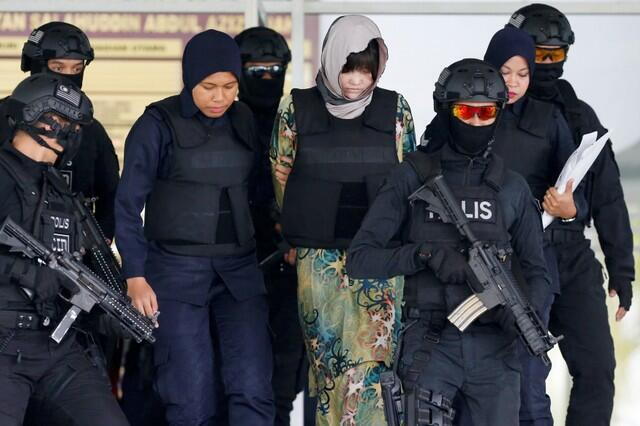 Bị cáo Đoàn Thị Hương, người Việt Nam, bị áp giải ra tòa, Kuala Lumpur, ngày 16/08/2018.