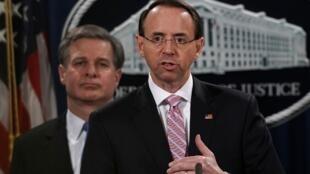 Le numéro deux du département de la Justice, Rod Rosenstein, annonce l'inculpation de deux pirates informatiques chinois à Washington le 20 décembre 2018.