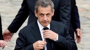 Эск-президент Николя Саркози на церемонии прощания с Шарлем Азнавуром в Париже 1 июня 2018