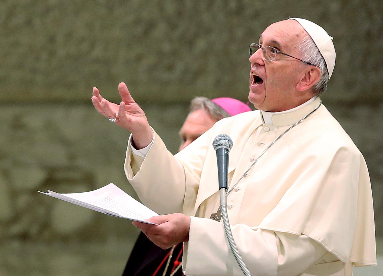 Paparoma Francis na daya kenan, yana gabatar da huduba
