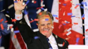 El demócrata Doug Jones tras su elección en Alabama, el 12 de diciembre de 2017.