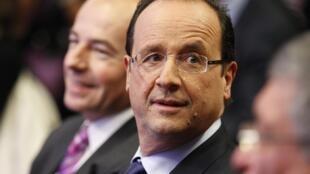 O candidato socialista às eleições presidenciais francesas, François Hollande, estaria imitando Sarkozy quando fez as declarações.