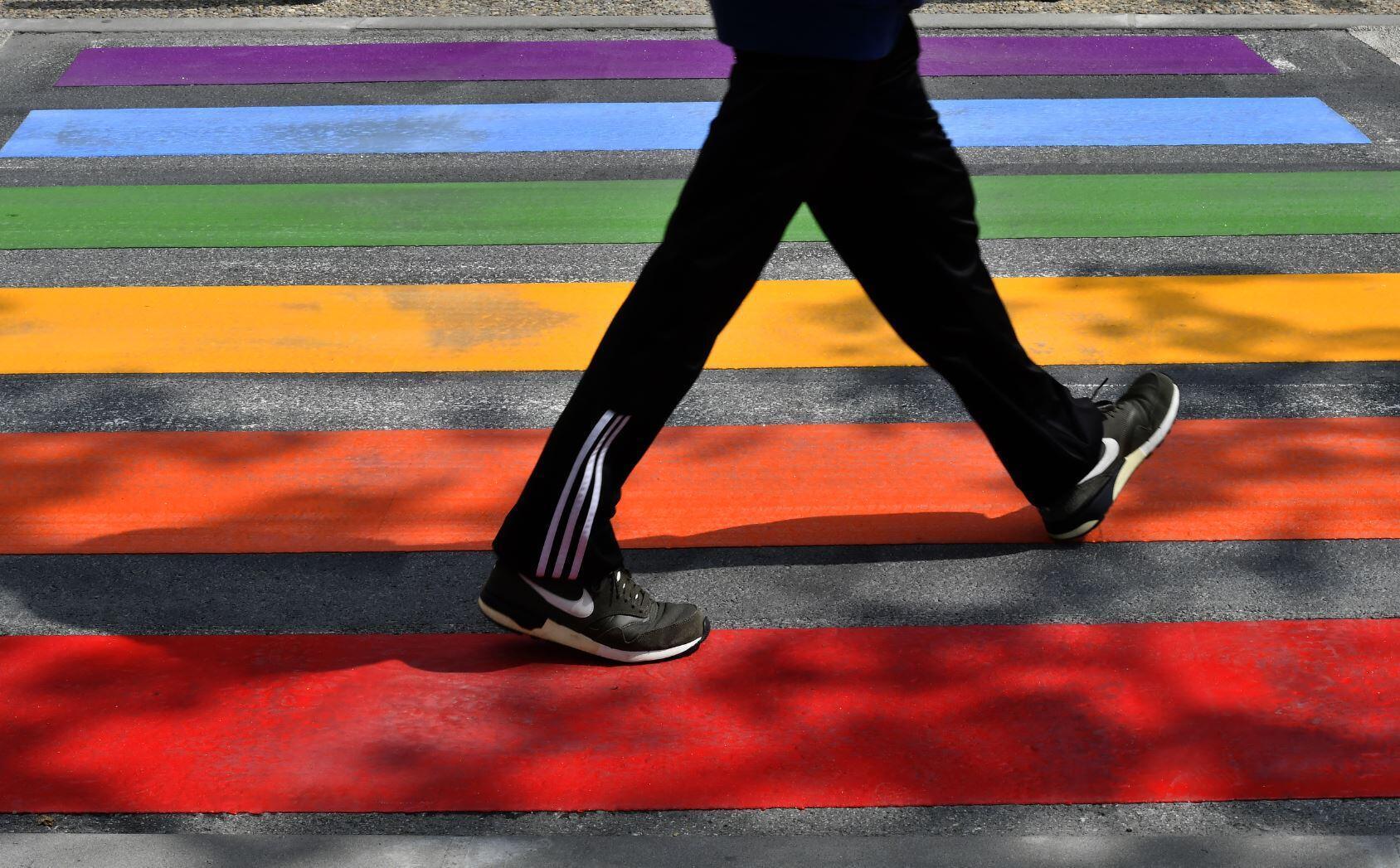 Под Парижем трех молодых людей арестовали по обвинению в покушении на убийство на почве ненависти к ЛГБТ