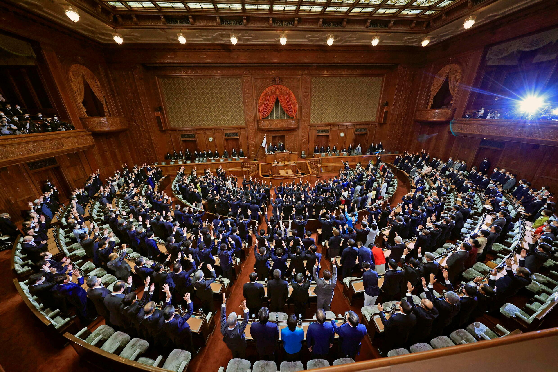 2021-10-14T053939Z_275327146_RC2H9Q959QAL_RTRMADP_3_JAPAN-ELECTION