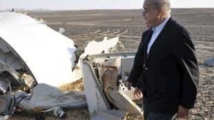 Primeiro egípcio no local da queda do avião russo que provocou a morte de 224 pessoas a 31 outubro 2015.