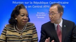 La présidente de la RCA, Catherine Samba-Panza, et le secrétaire général de l'ONU, Ban Ki-moon, au sommet Europe-Afrique de Bruxelles, le 2 avril 2014..