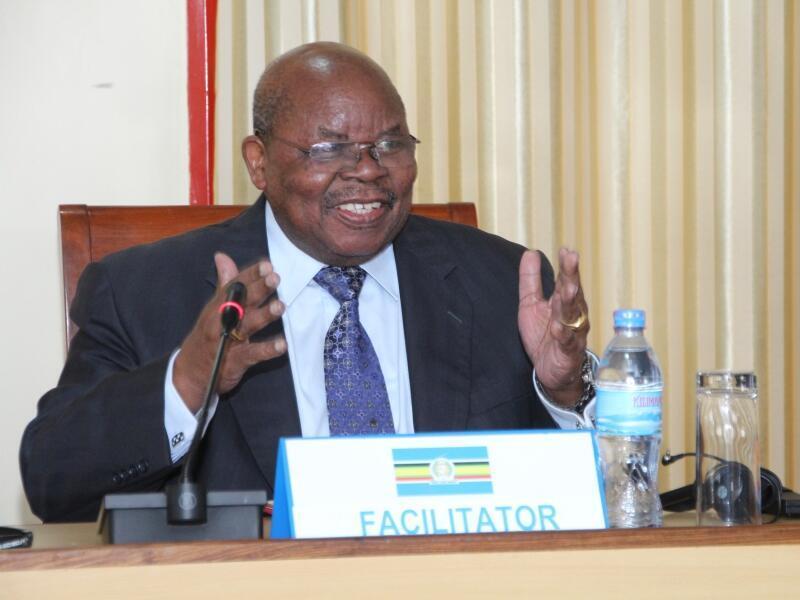 Msuluhishi wa mgogoro wa Burundi Benjamin Mkapa