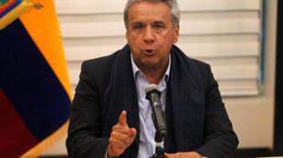 El presidente de Ecuador Lenín Moreno da una conferencia de prensa sobre los periodistas secuestrados al llegar a Quito, Ecuador, el 12 de abril de 2018.