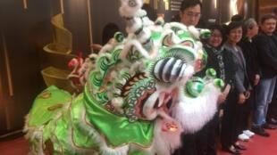 Júris e organizadores do Festival de cinema de Macau testemunham a bênção do dragão a anteceder a abertura da edição 2019.