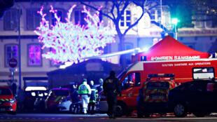 La police travaille dans un quartier après une fusillade à Strasbourg, en France, le 12 décembre 2018.