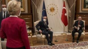 """2021年4月6日,在土耳其发生的""""3人2椅""""现场视频片断"""