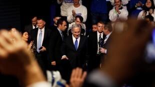 Après onze ans passés à la tête du gouvernement, Benyamin Netanyahu demeure le responsable politique jugé le plus apte à diriger le pays. Ses partisans l'appellent le «roi Bibi».