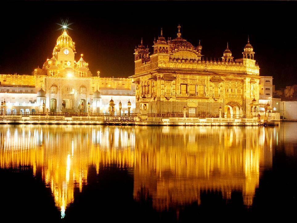 Le «Harmandir Sâhib», ou Temple d'or, à Amritsar, dans l'Etat du Pendjab en Inde.
