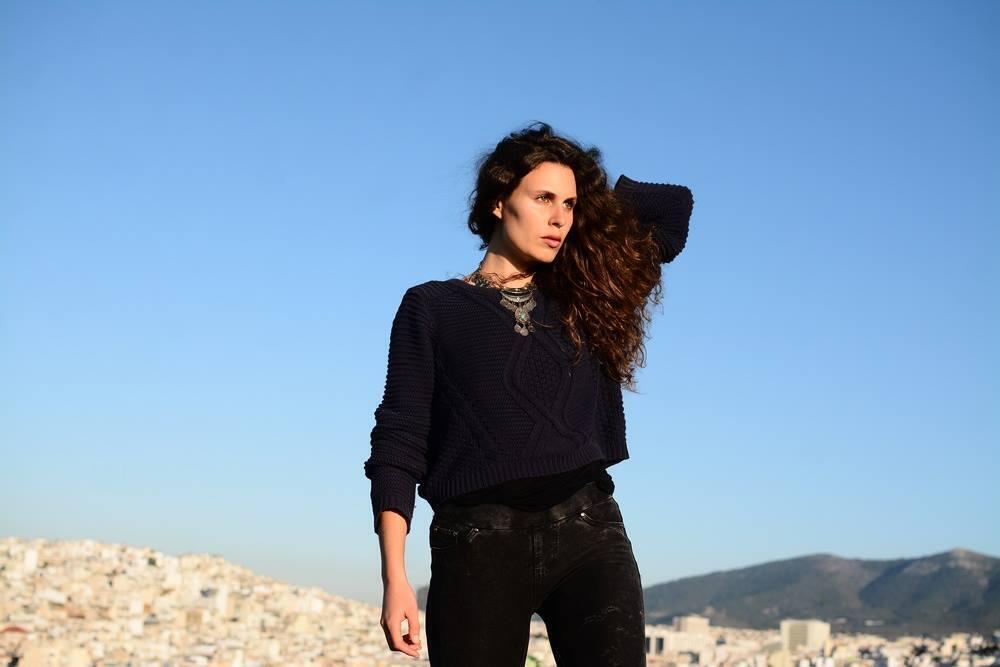 Dafné Kritharas releases her debut album Djoyas de mar on 11 June