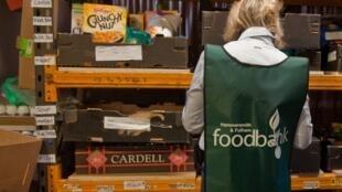 Một điểm thu thập thực phẩm cho người nghèo (Hammersmith and Fulham Foodbank) của mạng lưới Trussell Trust, ở Luân Đôn. Ảnh chụp năm 2012. .