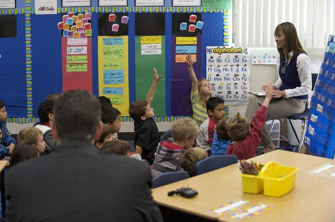Sessões de treinamento em caso de ataque terrorista são organizadas nas escolas norte-americanas.