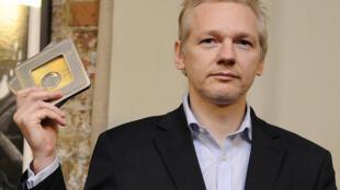 O fundador do WikiLeaks, o australiano Julian Assange, está refugiado na embaixada do Equador em Londres, desde 2012.