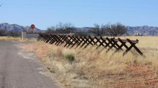 Fronteira entre Estados Unidos e México.