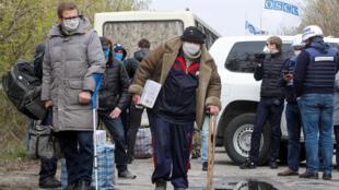 2020-04-16T095531Z_1521788735_RC2L5G9D85UG_RTRMADP_3_UKRAINE-CRISIS-PRISONERS-SWAP