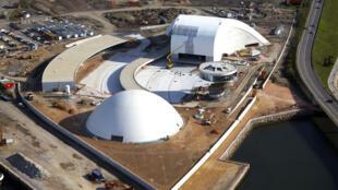 Imagem aérea do canteiro de obras do novo Centro Cultural Internacional Oscar Niemeyer em Avilés, norte da Espanha.