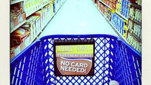 Corredor de supermercado nos EUA. Consumo foi o principal motor do PIB em 2011.