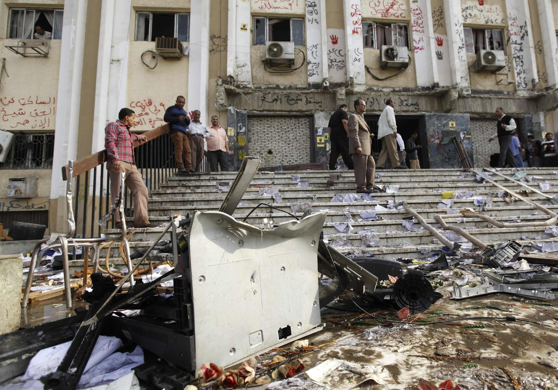 Le bâtiment administratif de l'université d'al-Azhar a été dévasté après une attaque d'étudiants qui protestatient contre l'arrestation d'Essam al-Erian, le mercredi 30 octobre 2013.
