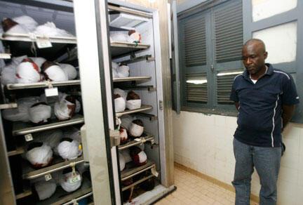 Morgue de Conakry, le 1er octobre 2009. La répression de la manifestation du 28 septembre 2009 a fait des dizaines de victimes parmi les opposants à Dadis Camara.