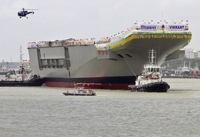 O primeiro porta-aviões construído na Índia foi apresentado nesta segunda-feira, 12 de agosto de 2013.
