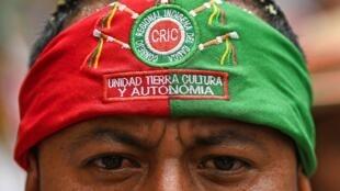Conformada por hombres y mujeres, la guardia indígena es un cuerpo de vigilancia y control que opera sin armas.