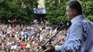 Электоральная кампания на Украине - Петр Порошенко на предвыборном митинге в Черкасах 20/05/2014