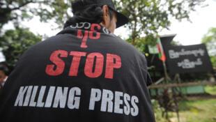 Un periodista birmano.