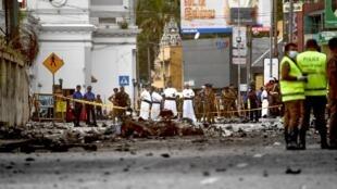科倫坡聖安東尼教堂附近一輛汽車在警方拆除炸彈時炸毀2019年4月22日