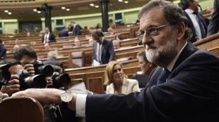 Devant le Congrès des députés, le chef du gouvernement espagnol Mariano Rajoy a rejeté les nombreuses offres de médiation pour résoudre la crise avec les séparatistes catalans.